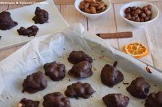 Σοκολατάκια βραχάκια με ξηρούς καρπούς και καραμέλα από χουρμάδες Yummy Food, Tasty, Chocolate Caramels, Healthy Living, Stuffed Mushrooms, Pudding, Fruit, Vegetables, Cooking