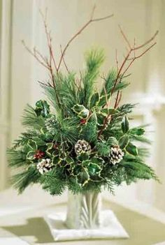 Christmas Wreath - How to Make an Evergreen Wreath Christmas Planters, Christmas Greenery, Christmas Wreaths, Christmas Crafts, Christmas Candles, Winter Floral Arrangements, Christmas Flower Arrangements, Winter Centerpieces, Tall Centerpiece