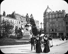 Photo de Paul Michels. La place Thiers à #Nancy (Meurthe-et-Moselle, France), la statue Thiers inaugurée en 1879.  © Centre Image Lorraine