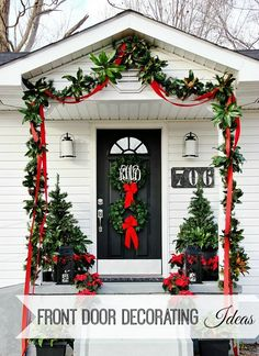 Uplift the décor of your porch with these chic Christmas porch decoration ideas. The outdoor Christmas décor inspiration in the gallery offers inputs for a complete porch Holiday makeover. Mini Christmas Tree, Rustic Christmas, Christmas Home, Christmas Holidays, Christmas Wreaths, Christmas Porch Ideas, Modern Christmas, Xmas Ideas, Winter Holidays
