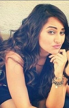 Bollywood Actors, Bollywood Celebrities, Exotic Beauties, Sonakshi Sinha, Indian Beauty Saree, Indian Actresses, Pretty Woman, Fashion Outfits, Women's Fashion
