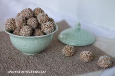 Bliss Balls (Paleo & SCD*) via An Aussie With Crohns 3 cups of nuts (I used 1 cup almonds, 1 cup cashews & 1 cup of a mixture of hazelnuts, walnuts and. Primal Recipes, Raw Food Recipes, Sweet Recipes, Snack Recipes, Paleo Food, Banting Recipes, Eating Paleo, Healthy Recipes, Healthy Cooking