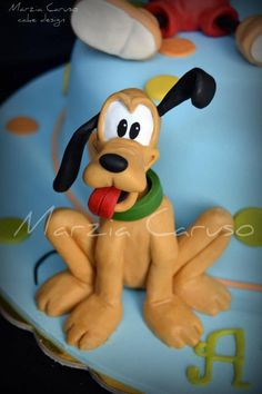 Porcelain Made In China With A Marking Minnie Cake, Mickey Mouse Cake, Mickey Mouse And Friends, Mickey Mouse Clubhouse, Disney Themed Cakes, Disney Cakes, Reno Animal, Cake Icing Tips, Easy Clay Sculptures