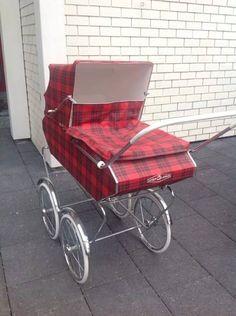 . Pram Stroller, Baby Strollers, Vintage Pram, Prams And Pushchairs, Dolls Prams, Baby Prams, Baby Carriage, Kids And Parenting, Crochet Baby