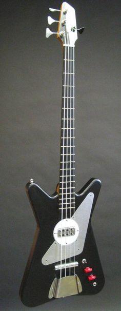 Atom-O-Bass in black