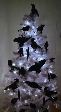 35 Black Christmas Tree Ideas 'coz everything else is just Background Noise - Hike n Dip - - I bet you agree that there is something magnetic and irrestible about the color black! Why not try some elegant Black christmas tree ideas for Christmas? Halloween Christmas Tree, Black Christmas Tree Decorations, Black Christmas Trees, Xmas Tree, Halloween Decorations, Holiday Decor, Themed Christmas Trees, Paper Halloween, Yule Decorations