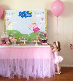 Every little toddler is mad about Peppa Pig! So throw them the best birthday party with these awesome and affordable Peppa Pig party ideas. Peppa Pig Birthday Decorations, Pig Birthday Cakes, Birthday Party Tables, 3rd Birthday Parties, 2nd Birthday, Peppa Pig Princesa, Cumple Peppa Pig, Pig Party, Ballerina