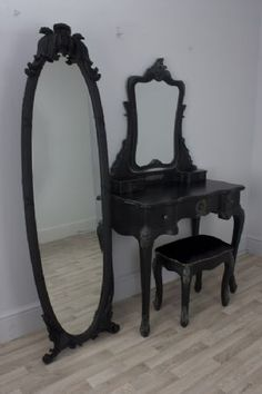 Black Dressing Table Set - oh what id do to have THISSSSSSSSS in my liiiiiiiife