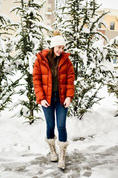 Casual late winter snow day outfit idea with bright puffer coat — Cotton Cashmere Cat Hair Snow Day Outfit, Curvy Skinny Jeans, Casual Winter Outfits, Winter Snow, Outfit Posts, Curvy Fashion, Sorel Tofino, What To Wear, Winter Fashion