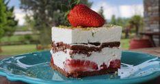 Δροσερό γλυκό ψυγείου με φράουλες και γιαούρτι (Video) - OlaSimera Cold Desserts, Sweet Desserts, Easy Desserts, Delicious Desserts, Dessert Recipes, Chocolate Biscuits, Party Buffet, Yogurt Recipes, Strawberry Desserts
