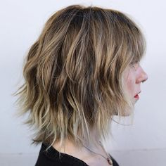 * 60 Messy Bob Hairstyles for Your Trendy Casual Looks Great Awesome Bob Shag With Bangs . Shaggy Short Hair, Shaggy Bob, Short Bobs, Straight Across Bangs, Medium Hair Styles, Short Hair Styles, Razored Bob, Medium Shag Haircuts, Bob Haircuts