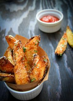 Oven Baked Potato Wedges: its never to early to start tailgating!