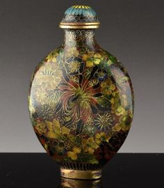 FINELY DETAILED 19THC CHINESE CLOISONNE ENAMEL GOLD GILT BRONZE SNUFF BOTTLE