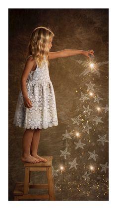 Navidad Girls Dresses, Flower Girl Dresses, Wedding Dresses, Flowers, Fashion, Infant Photography, Globes, Bridal Gowns, Creativity