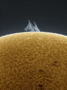 Unbelievable Close-Ups Of The Sun, Taken From This Guy's Backyard