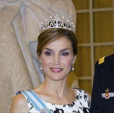 Letizia estrena en Dinamarca la famosa tiara que le regaló Felipe - Yahoo Celebridades