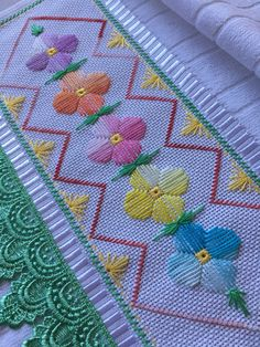 This checkered flower design is beautifully embroidered Cross Stitch Beginner, Cross Stitch Art, Cross Stitch Borders, Cross Stitch Flowers, Hand Embroidery Patterns, Diy Embroidery, Embroidery Stitches, Swedish Embroidery, Fabric Bracelets