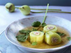 Thailändische Suppe mit gefüllten Gurken