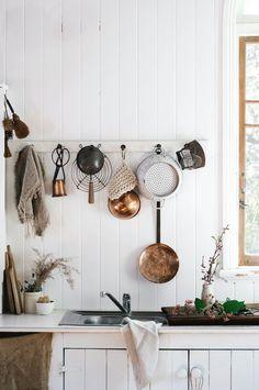 Home Interior Salas .Home Interior Salas Classic Kitchen, Farmhouse Style Kitchen, Home Decor Kitchen, Kitchen Ideas, Rustic Kitchen, Country Kitchens, Kitchen White, Kitchen Designs, Diy Kitchen
