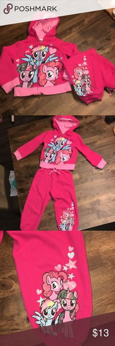 ⭐️My Little Pony⭐️ two piece outfit! Super adorable two piece My Little Pony outfit. Used but still in good condition, there is a tiny bit of piling under arm area m, shown in pic. 4T. My Little Pony Matching Sets