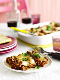 Italian sausage and fennel lasagne: A new recipe for lasagne. We love this one, it's full of delicious Italian flavours. Made with sausage and fennel seeds this baked pasta dish is easy, comforting and will feed a crowd. Serve with a green salad on the side.