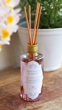 use it on your body, too)! You'll be clean and left feeling silky smooth. Learn how to make it. Room Diffuser, Candle Diffuser, Diffuser Diy, Homemade Hand Soap, Cleaners Homemade, Potpourri, Cleaning Hacks, Diy And Crafts, Decoration
