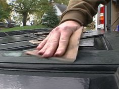 How to Apply Latex Over Oil-Based Paint : How-To : DIY Network