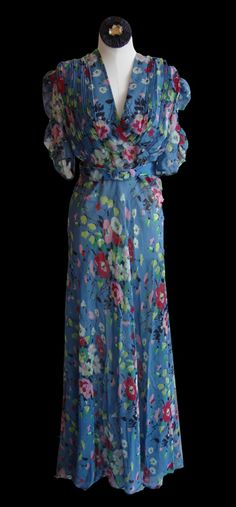 Vintage Fashion Blue Floral Gown: vibrant floral chiffon w/matching belt~ Via Silver Moon Vintage. Look Vintage, Vintage Mode, Vintage Wear, Vintage Beauty, Vintage Hats, Vintage Floral, Fashion 60s, Fashion History, Look Fashion