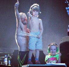 Taylor Hawkins with his son Shane and Dave's daughter, Violet.