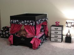 Dog Bedroom set....I bet I could make something like this myself for my spoiled rotten dog!(570×428)