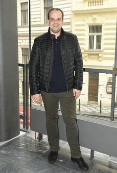 Roman Štabrňák má doma šestiletou dceru. Bomber Jacket, Jackets, Fashion, Down Jackets, Moda, La Mode, Bomber Jackets, Jacket, Fasion