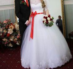Фатиновые свадебные платья с красной дентойл