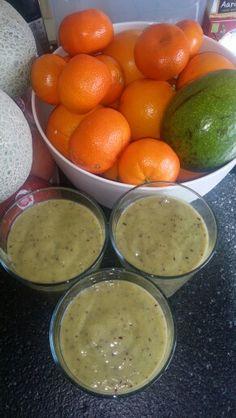 Gezonde shake Scheutje amandelmelk (alpro) 1 avacado 1 mango 1 banaan Handje verse spinazie 2 stengels bleekselderij 1 sinaasappel Handje blauwe bessen Scheutje water (iets meer als het te dik is) *echte aanrader hij is heel lekker!