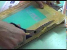Video-aula sobre os processos que envolvem a montagem do quadro, a revelação da tela, e por fim a estampa da arte em tecido. Uma produção punk faça-você-mesm...