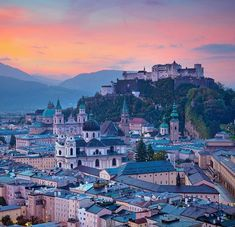 """""""Ich liebe Salzburg.  Ich habe Salzburg immer geliebt.  Diese Gegend hier ist eine der schönsten Ecken Europas."""" – KARL LAGERFELD Auch wir empfinden es als Geschenk, hier zu wohnen und Gastgeber für vieler Menschen dieser Welt zu sein. Die Stadt Salzburg ist ein einmaliges Schmuckstück, wie eine magische Wunderkugel. Es gibt an vielen Ecken so viel schönes und besonderes zu entdecken. Historische Bauten die, wenn man genau hinhört, ihre Geschichte(n) erzählen. Besondere Geschäfte mit… Acrylic Paint Set, Acrylic Canvas, Walking Tour, Karl Lagerfeld, Paintings Famous, Paint By Number Kits, Free Art Prints, Historical Art, Night City"""