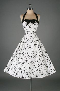 Vintage black & white cotton floral and dots print halter dress:: Vintage Fashion:: Retro Style:: Pin Up Girl. polka dots and flowers Pretty Outfits, Pretty Dresses, Beautiful Outfits, Elegant Dresses, Vintage 1950s Dresses, Vintage Outfits, Vintage Clothing, 50s Vintage, Vintage Shoes