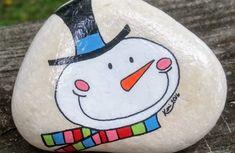 100 kreative Ideen für Steine bemalen in Weihnachtsstimmung! Pebble Painting, Pebble Art, Stone Painting, Diy Painting, Rock Painting Patterns, Rock Painting Designs, Stone Crafts, Rock Crafts, Christmas Rock