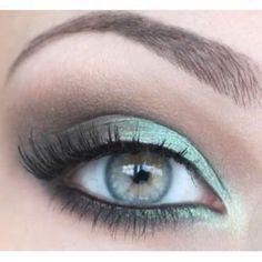Duo-tone eyeshadow shading