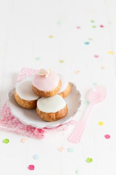 Pastel Vanilla Cream Puffs | Carnets Parisiens, April 2013 [Original recipe in French]