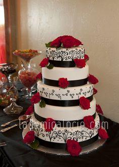Gâteau mariage noir et blanc rose rouge - La Demi-Calorie