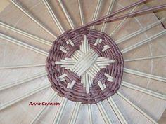 Письмо «Мы думаем, что вам могут понравиться эти доски.» — Pinterest — Яндекс.Почта Paper Basket Weaving, Basket Weaving Patterns, Willow Weaving, Newspaper Basket, Newspaper Crafts, Diy Paper, Paper Art, Pine Needle Crafts, Recycled Paper Crafts