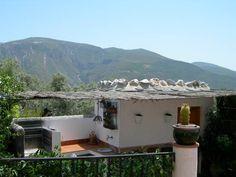 ÓRGIVA Granada. Casa rural Cortijo El Olivar. Dispone de tres dormitorios, cocina, baño, terraza, #jardín, #piscina y porche para uno o dos coches. Situado en la zona de Las Barreras, a unos 9 minutos del pueblo, en el cual hay restaurantes, bares, etc. Se encuentra a 30 Km. de la #playa y a 70 Km. de las #pistas_de_esquí.