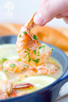 10 Minute Lemon Shandy Peel and Eat Shrimp Recipe: A quick and easy peel and eat shrimp recipe that's made with lemon shandy beer, fresh garlic and herbs, butter and steamed shrimp!