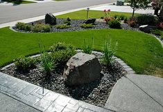 Easily groom and polish a backyard or front yard landscape by utilizing borders. Cheap landscaping border ideas can include anything from some plastic barriers, border boxes (that go under the ground), planting rocks or any type of garden filler such as peat or wood shavings.