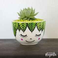 Flower Pot Art, Flower Pot Design, Flower Pot Crafts, Clay Pot Crafts, Bottle Painting, Bottle Art, Bottle Crafts, Painted Plant Pots, Painted Flower Pots