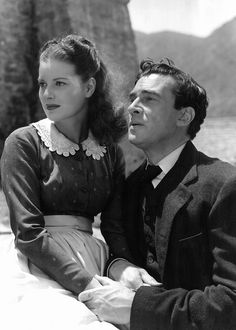 """Maureen O'Hara loves the minister played by Walter Pidgeon in """"How Green Way My Valley"""" but her cruel fate is that she must marry another. Golden Age Of Hollywood, Hollywood Glamour, Hollywood Stars, Classic Hollywood, Vintage Hollywood, The Lady Eve, Walter Pidgeon, Actor Secundario, Turner Classic Movies"""