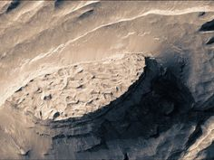 A new aerial video of Mars, made from high-res satellite imagery, gives a gorgeous, 3D sense of the planet's topography