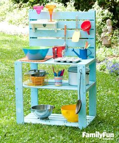 DIY outside play kitchen for the kiddos. Use old pallets, bookcase or tv stand