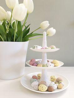 Unsere Etagere BABELL mit feinen Zuckereiern - ein Traum!  #babell #etagere #ostern