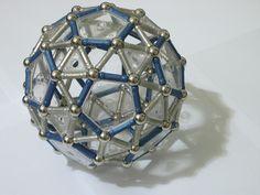 Geomag_snub_dodecahedron.jpg 2.272×1.704 píxeles